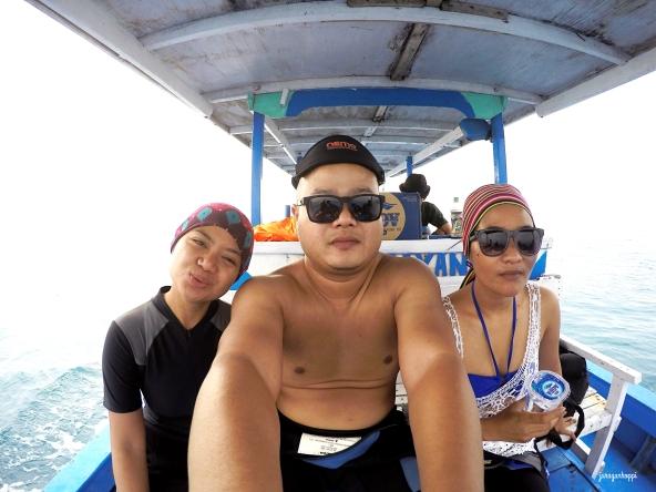 Lagi mau ke tempat penyelaman di tengah laut